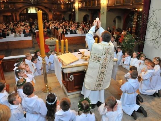 Uroczystość I Komunii św. w parafii Chrystusa Króla w Żywcu Sporyszu 2 maj 2021 r.